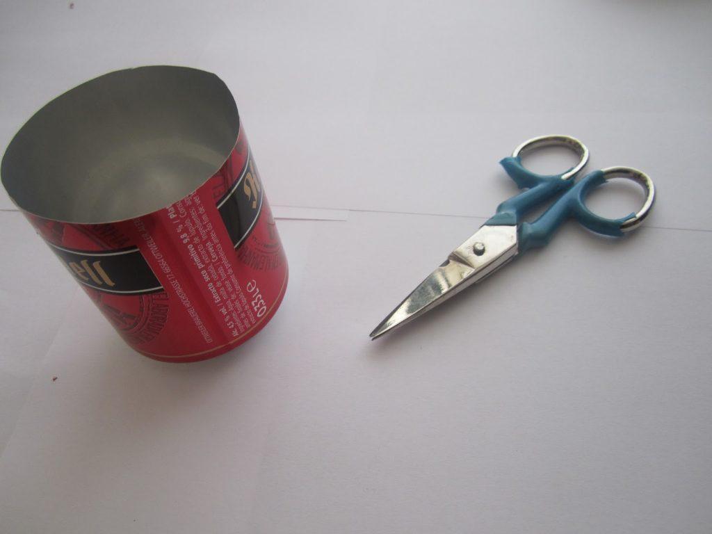 Binoculares con latas